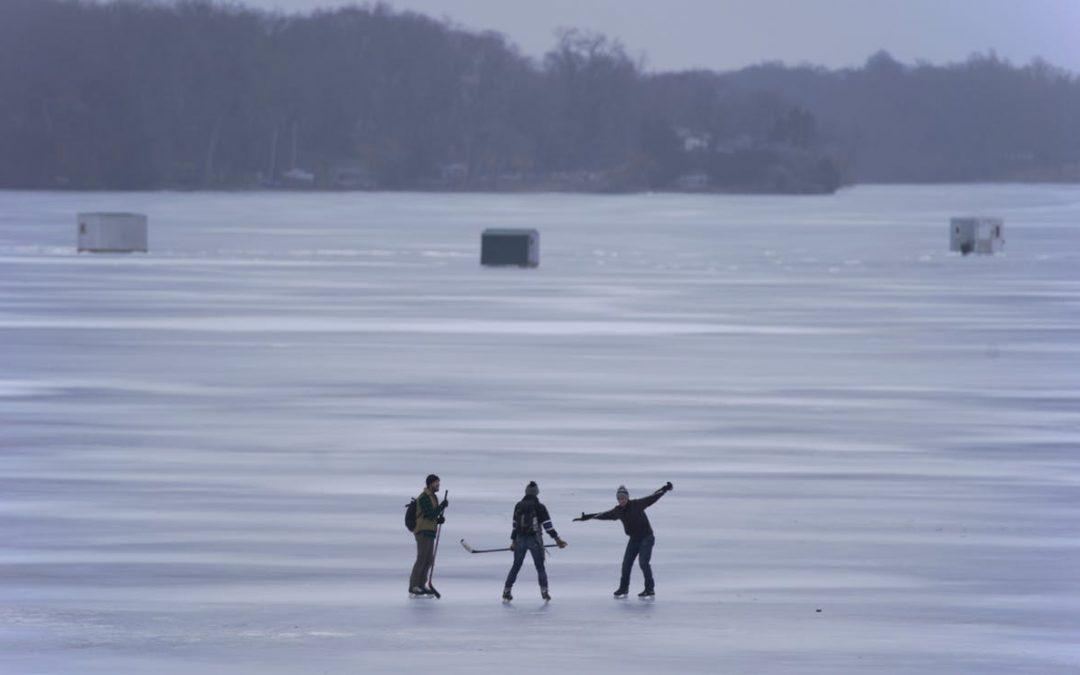 Hundreds of skaters try out Lake Minnetonka's unusually smooth ice